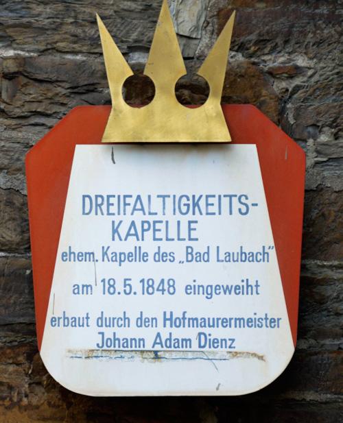 Schild an der Dreifaltigkeitskapelle