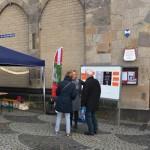 intensive Gespräche am Info-Stand vor der Liebfrauenkirche